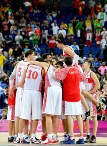 Сборная России по баскетболу после победы над сборной Литвы в четвертьфинале Олимпиады-2012 в Лондоне