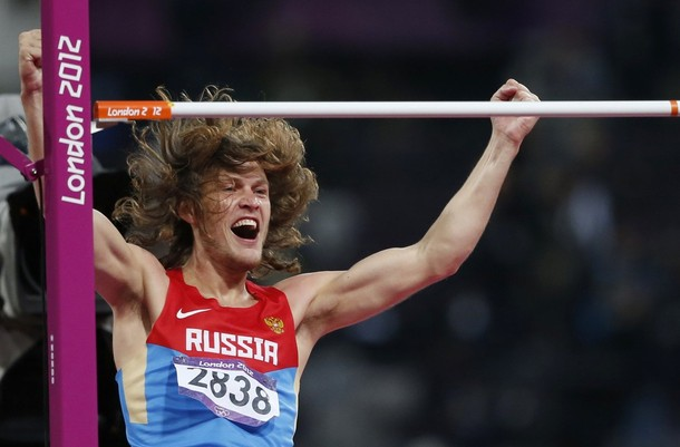 Иван Ухов только что взял высоту 2.38 м с первой попытки
