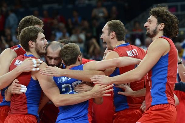 Сборная России по волейболу празднует успех над сборной Польши в четвертьфинале Олимпиады-2012 в Лондоне