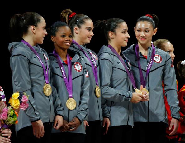 1. США (слева-направо: Вибер Джордан, Дуглас Габриэль, Мэрони МакКайла, Райсман Александра, Росс Кила)